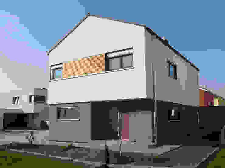 Einfamilienhaus in Steinbach lauth : van holst architekten Moderne Häuser