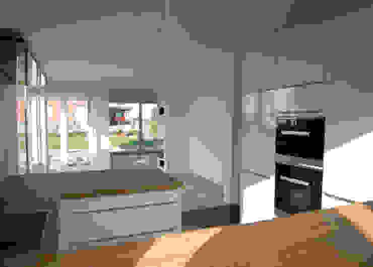 Einfamilienhaus in Steinbach Moderne Esszimmer von lauth : van holst architekten Modern