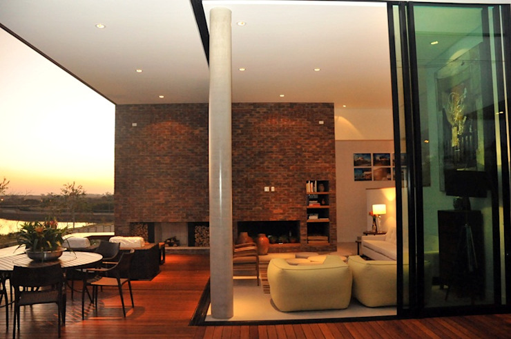CASA UM QUINTA DO GOLFE STUDIO LUIZ VENEZIANO Varandas, alpendres e terraços modernos