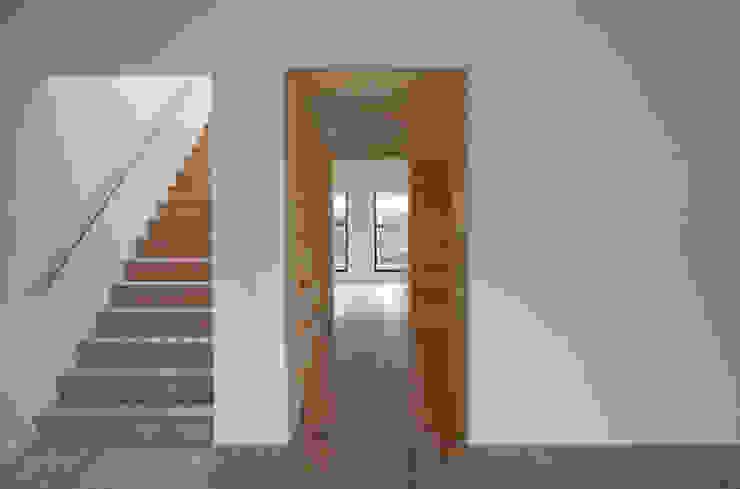 trappenhuis / eetkamer / keuken Minimalistische gangen, hallen & trappenhuizen van Tim Versteegh Architect Minimalistisch Bamboe Groen