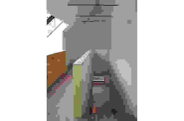 trappenhuis Minimalistische gangen, hallen & trappenhuizen van Tim Versteegh Architect Minimalistisch Bamboe Groen