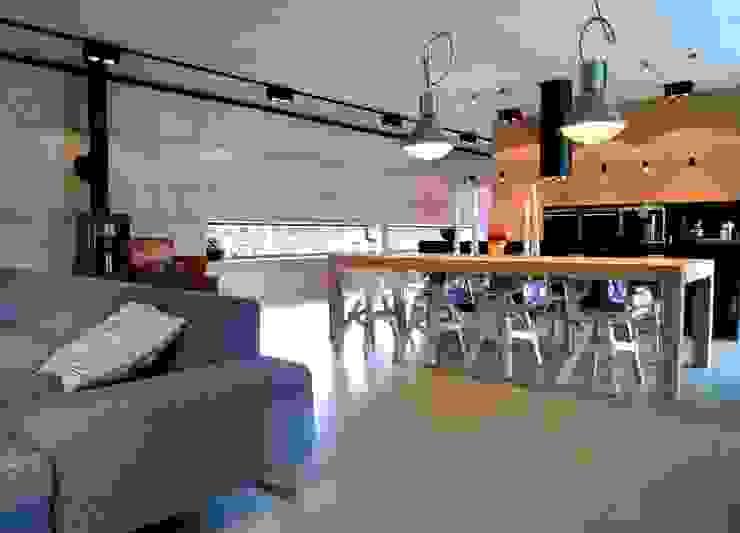 Modern dining room by seweryn pracownia Modern