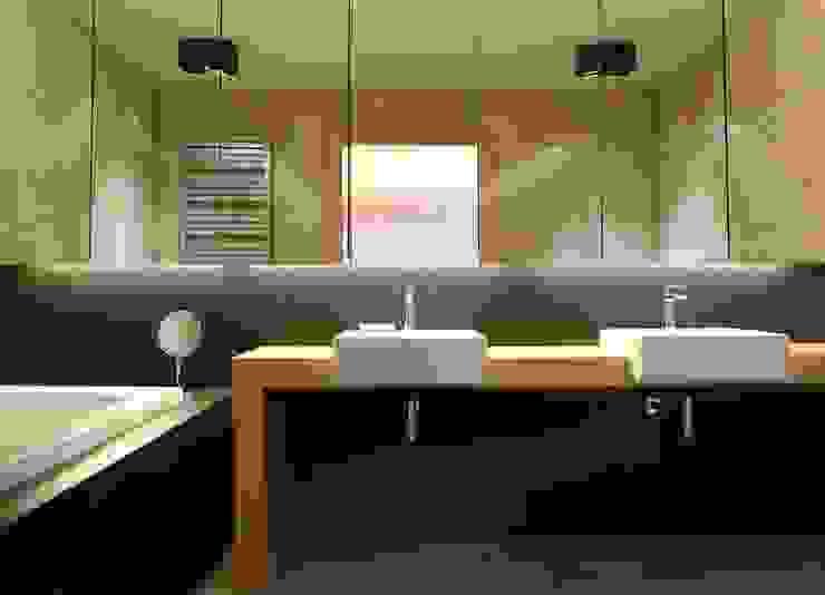 Modern bathroom by seweryn pracownia Modern