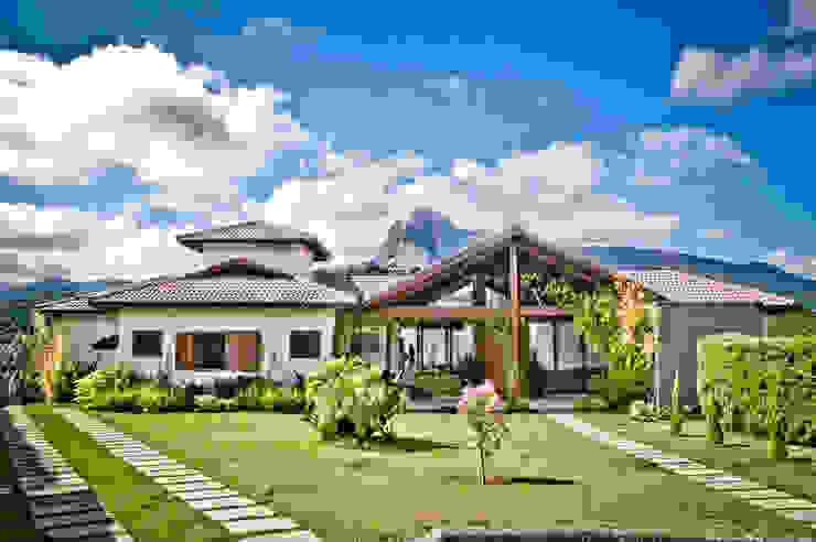 Houses by Carlos Eduardo de Lacerda Arquitetura e Planejamento