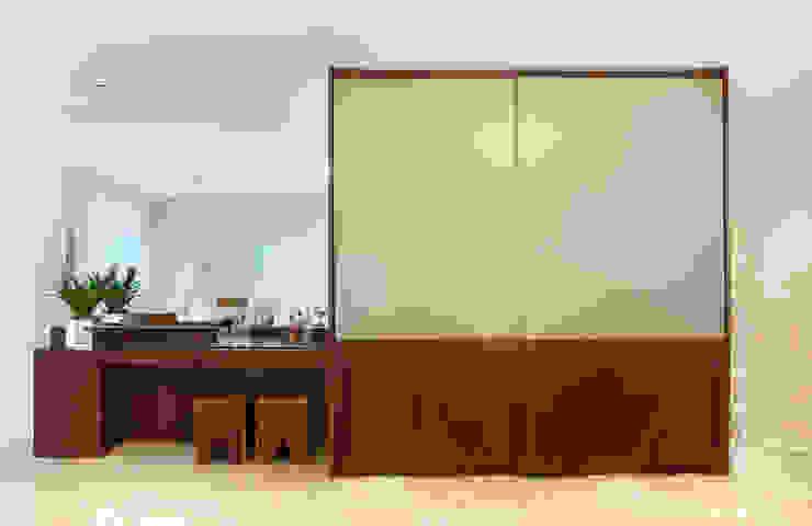 studio VIVADESIGN POR FLAVIA PORTELA ARQUITETURA + INTERIORES Modern dining room White