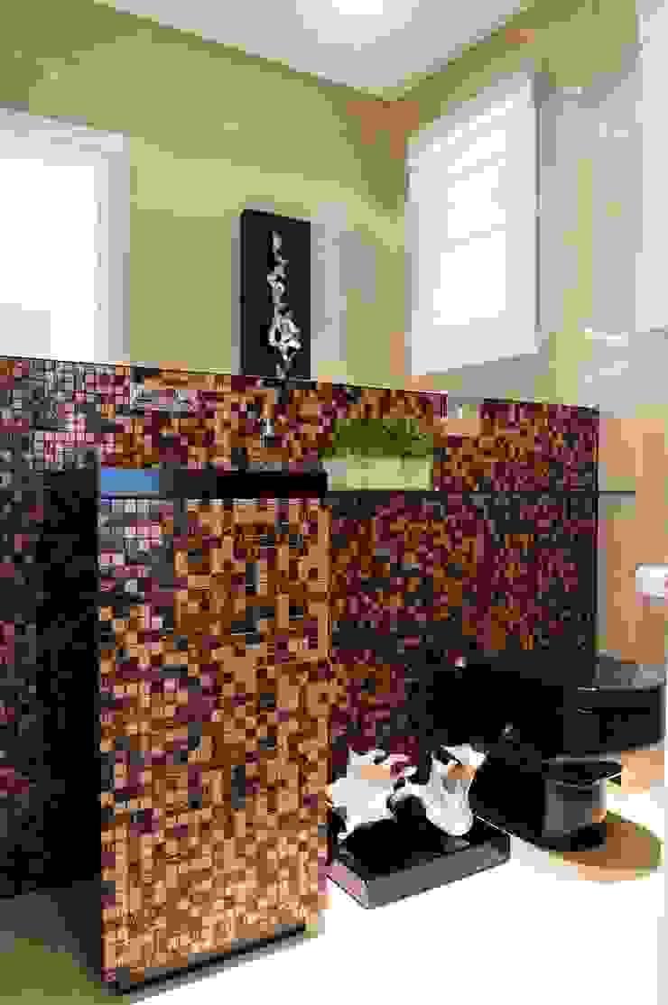 studio VIVADESIGN POR FLAVIA PORTELA ARQUITETURA + INTERIORES Modern bathroom Black