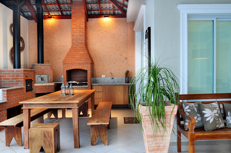 Balcones y terrazas de estilo rústico de studio VIVADESIGN POR FLAVIA PORTELA ARQUITETURA + INTERIORES Rústico