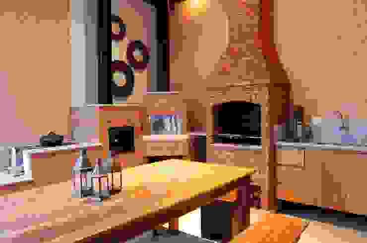 Rustic style balcony, veranda & terrace by studio VIVADESIGN POR FLAVIA PORTELA ARQUITETURA + INTERIORES Rustic