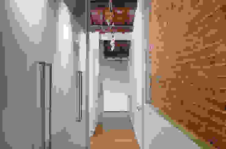Vestidor Closets de estilo minimalista de CABRÉ I DÍAZ ARQUITECTES Minimalista