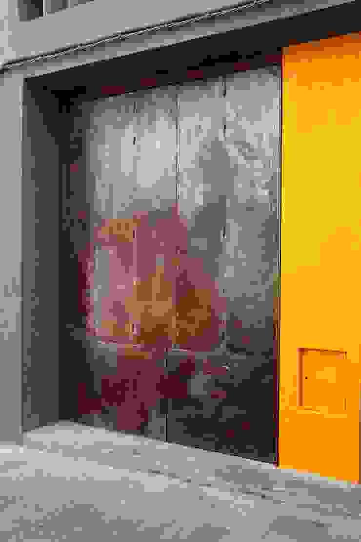 ANNA ANDREU LUTHIER, GERARD DÍAZ ARQUETER www.cabreidiazarquitectes.cat www.artesansluthiers.cat CABRÉ I DÍAZ ARQUITECTES Espacios comerciales