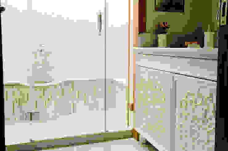 Baños de estilo moderno de Bilgece Tasarım Moderno