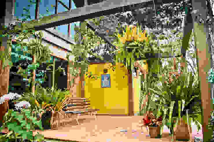 Wiejski balkon, taras i weranda od Carlos Eduardo de Lacerda Arquitetura e Planejamento Wiejski