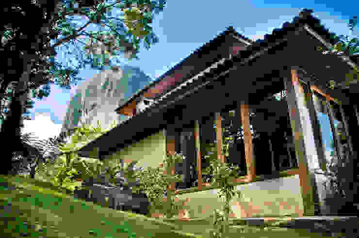 Rumah Gaya Country Oleh Carlos Eduardo de Lacerda Arquitetura e Planejamento Country