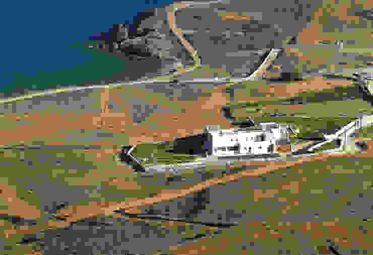 Case in stile mediterraneo di Carlos Eduardo de Lacerda Arquitetura e Planejamento Mediterraneo