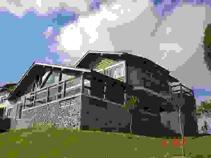 Country style houses by Carlos Eduardo de Lacerda Arquitetura e Planejamento Country Stone