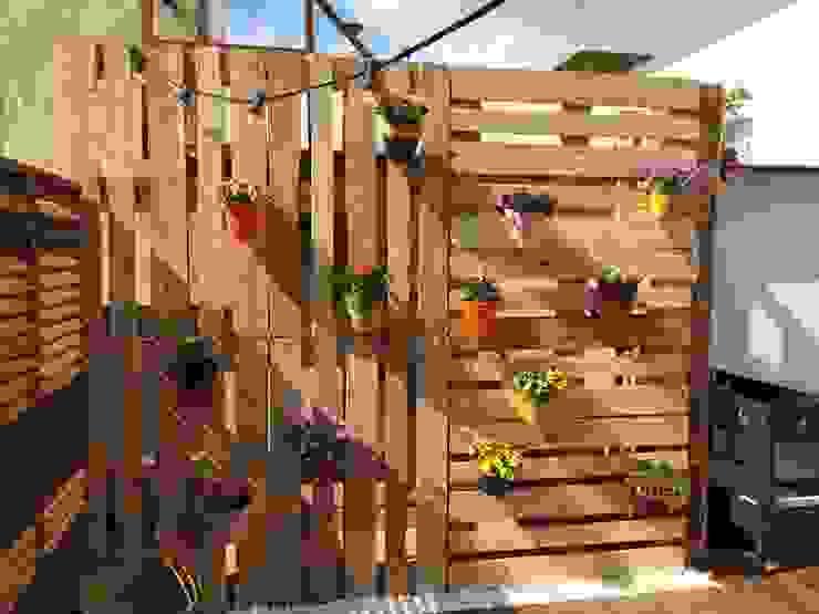 Moderner Balkon, Veranda & Terrasse von Quercus Jardiners Modern