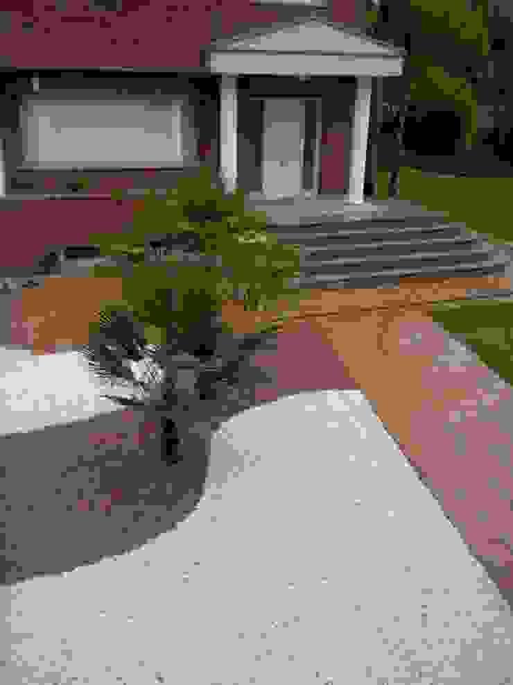 Tropischer Balkon, Veranda & Terrasse von Quercus Jardiners Tropisch