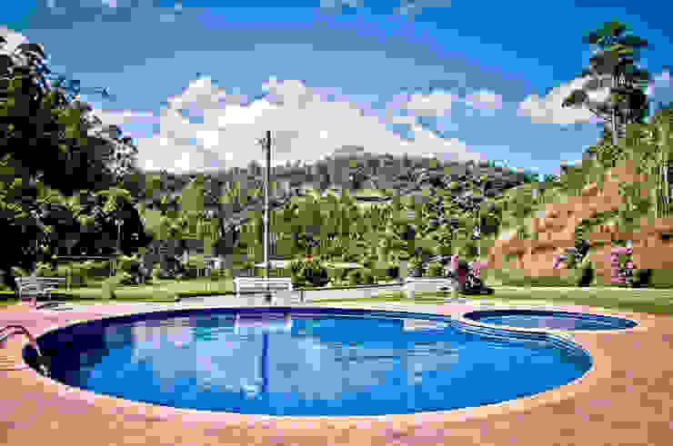 Wiejski basen od Carlos Eduardo de Lacerda Arquitetura e Planejamento Wiejski