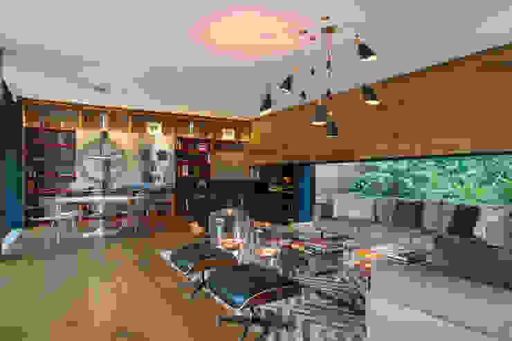 Sala y área de juegos de MAAD arquitectura y diseño Ecléctico