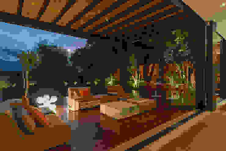 Terraza de MAAD arquitectura y diseño Ecléctico