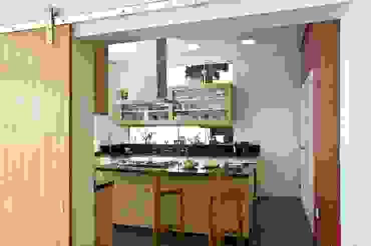 Casa Tatuí Cozinhas modernas por Flavio Vila Nova Arquitetura Moderno