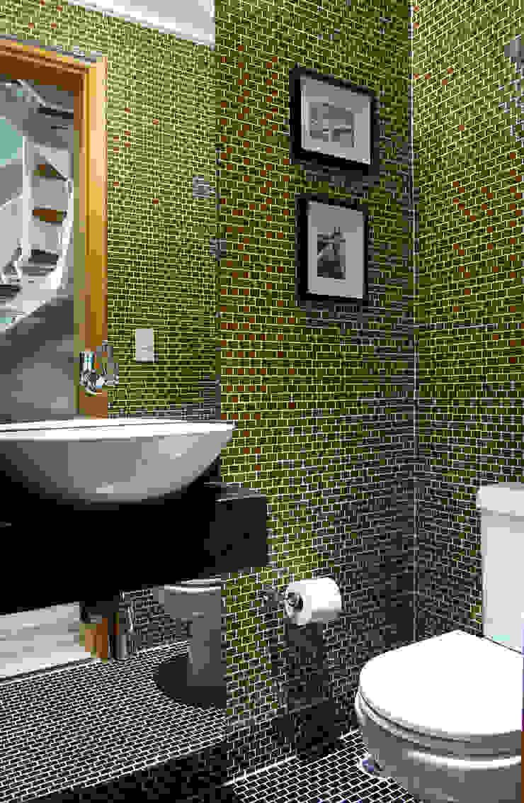 studio VIVADESIGN POR FLAVIA PORTELA ARQUITETURA + INTERIORES 現代浴室設計點子、靈感&圖片