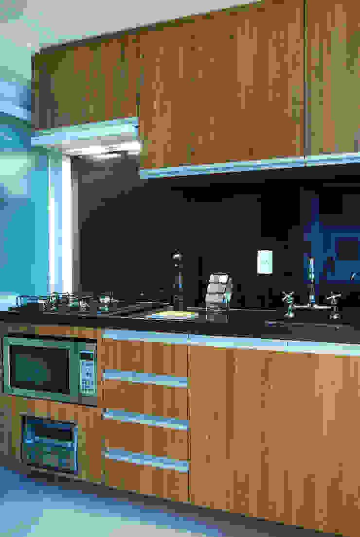 studio VIVADESIGN POR FLAVIA PORTELA ARQUITETURA + INTERIORES 現代廚房設計點子、靈感&圖片