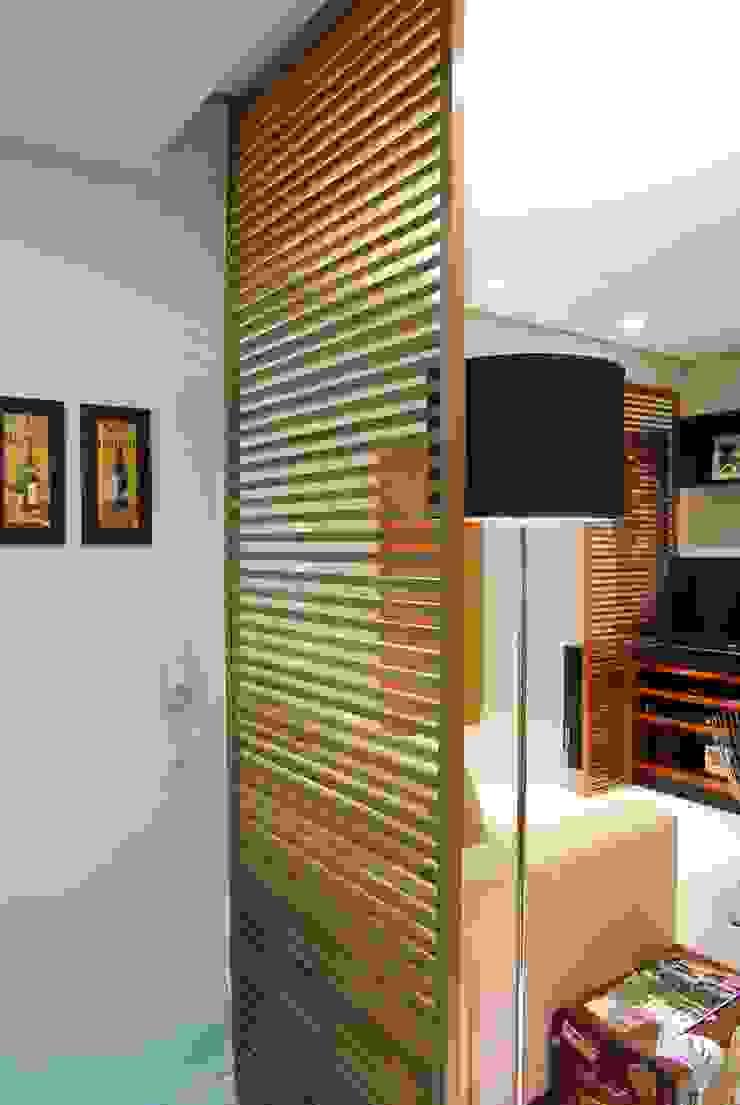 studio VIVADESIGN POR FLAVIA PORTELA ARQUITETURA + INTERIORES 现代客厅設計點子、靈感 & 圖片