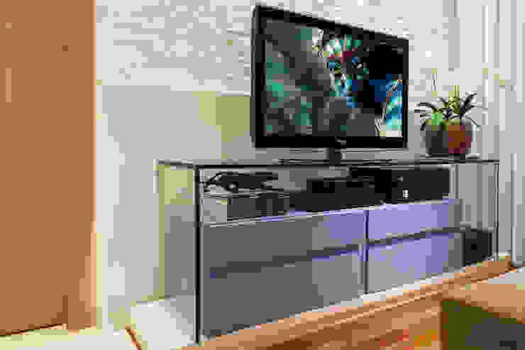 studio VIVADESIGN POR FLAVIA PORTELA ARQUITETURA + INTERIORES Media room
