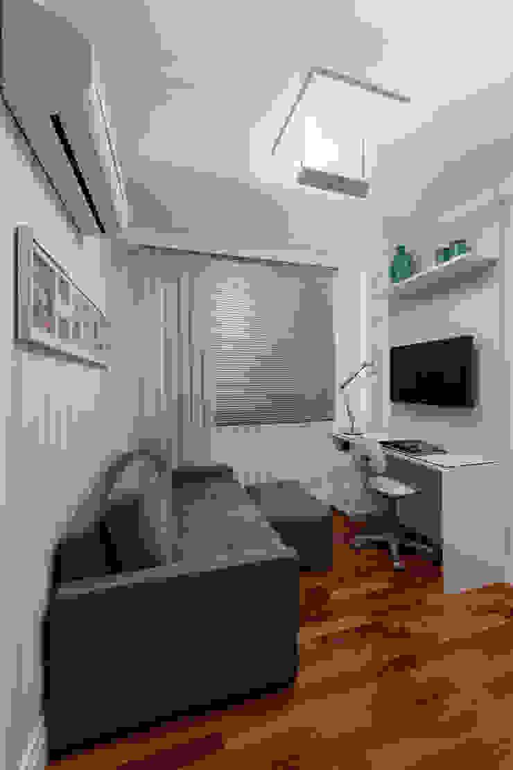 Рабочий кабинет в стиле модерн от studio VIVADESIGN POR FLAVIA PORTELA ARQUITETURA + INTERIORES Модерн