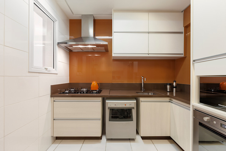 Кухня в стиле модерн от studio VIVADESIGN POR FLAVIA PORTELA ARQUITETURA + INTERIORES Модерн