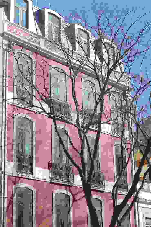 Fachada Principal Casas clássicas por QFProjectbuilding, Unipessoal Lda Clássico