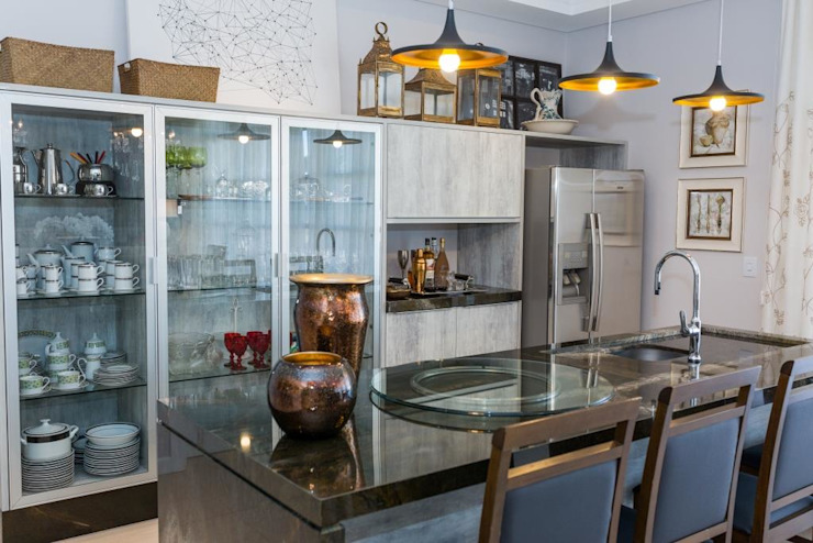 Kitchen by Marcelo Lopes Arquitetura