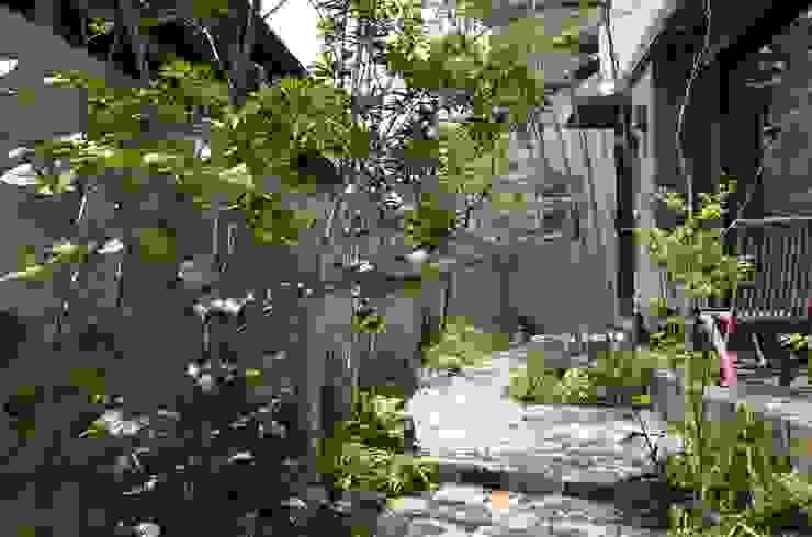 Asian style garden by ATRIUM GARDEN Asian