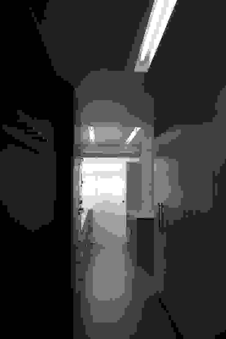 Apartment refurbishment – Campolide, Lisbon Cozinhas modernas por QFProjectbuilding, Unipessoal Lda Moderno