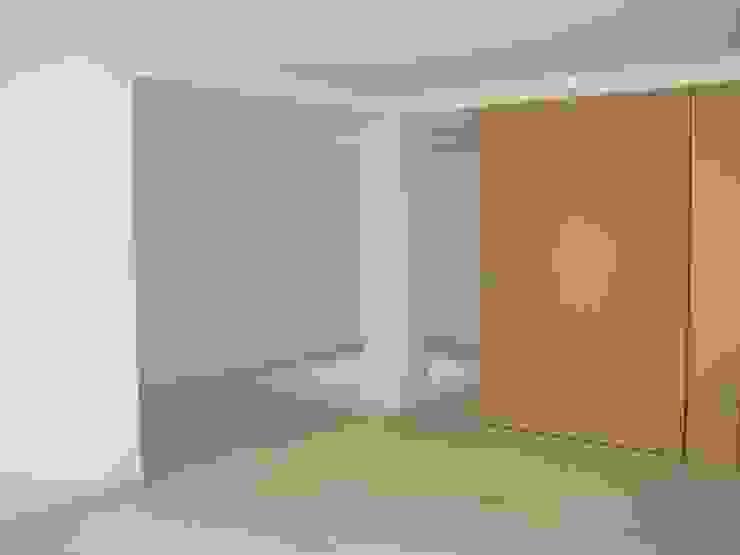 Sala de família - Cave Salas de estar modernas por QFProjectbuilding, Unipessoal Lda Moderno