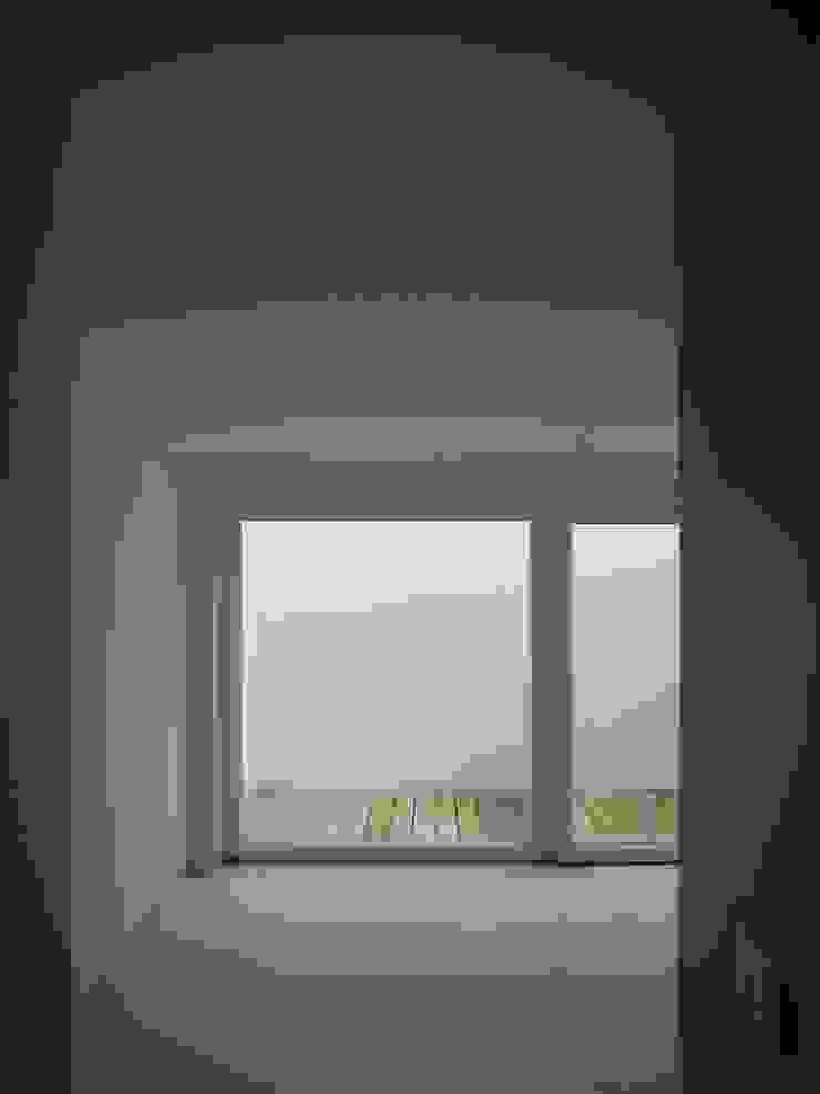 Sala de Familia / Cave/ Espaço Exterior Salas de estar modernas por QFProjectbuilding, Unipessoal Lda Moderno