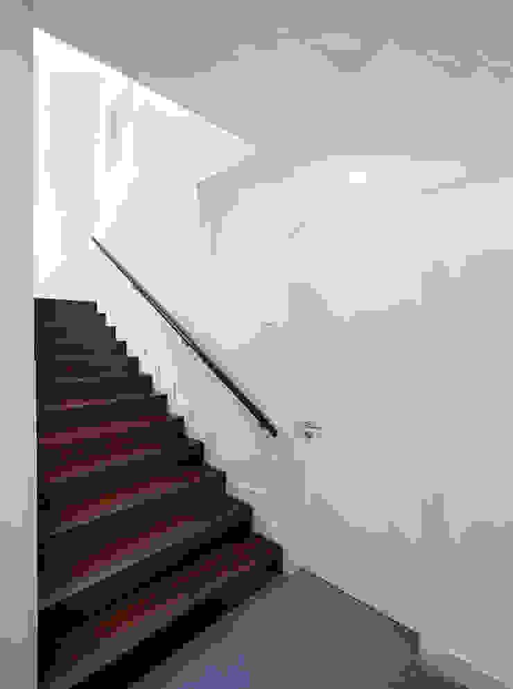 Kindergarten and Nursery Corredores, halls e escadas minimalistas por es1arq Minimalista