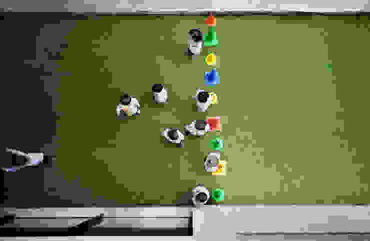 Kindergarten and Nursery Jardins de Inverno minimalistas por es1arq Minimalista