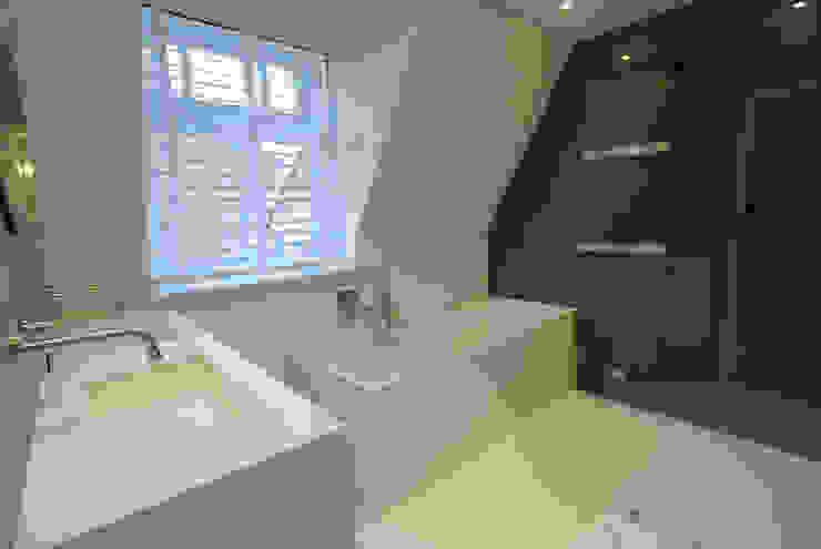 Badkamer met inloopdouche Moderne badkamers van Kars bouwadviseur en -begeleider Modern Keramiek