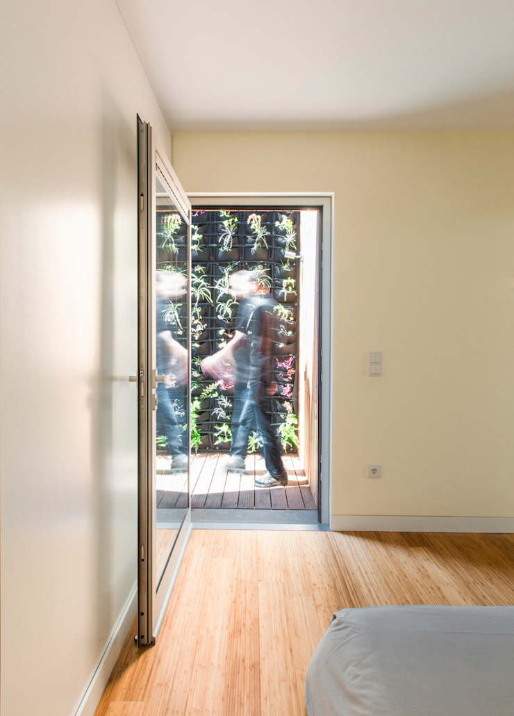 House in Ajuda Varandas, marquises e terraços modernos por Studio Dois Moderno Derivados de madeira Transparente
