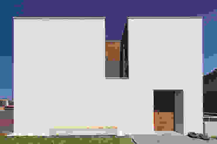 Casas modernas: Ideas, imágenes y decoración de Studio Dois Moderno