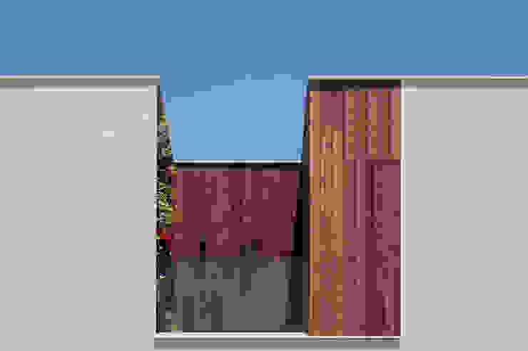 Modern balcony, veranda & terrace by Studio Dois Modern
