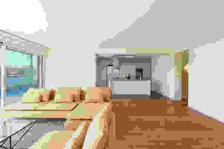 Modern living room by Studio Dois Modern