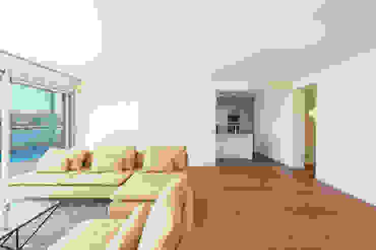 House in Ajuda Salas de estar modernas por Studio Dois Moderno