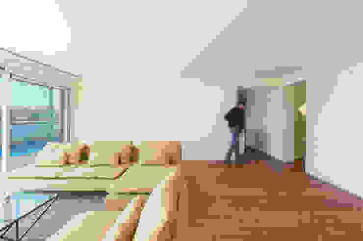 Livings modernos: Ideas, imágenes y decoración de Studio Dois Moderno