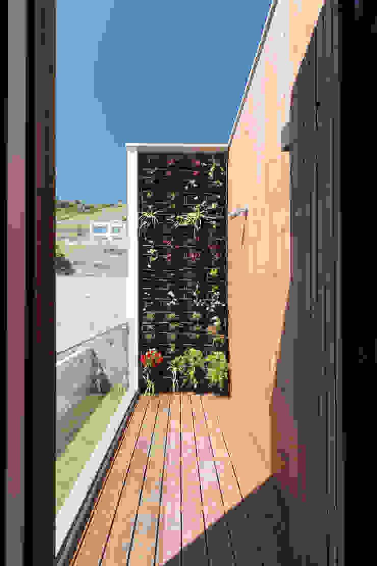 House in Ajuda Varandas, marquises e terraços modernos por Studio Dois Moderno