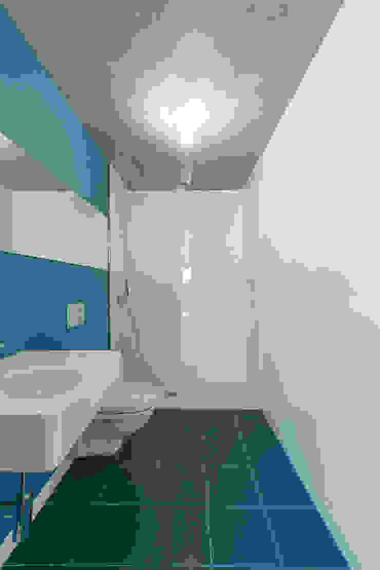 House in Ajuda Casas de banho modernas por Studio Dois Moderno