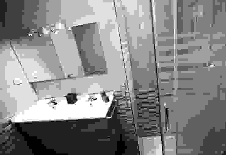 Modern Bathroom by COETASA Modern