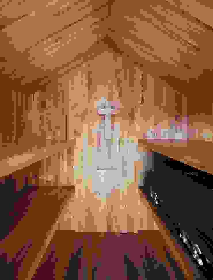 Chapel Corredores, halls e escadas minimalistas por es1arq Minimalista